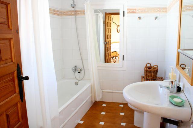 """Facilities at """"Los Claros"""". Bathroom Casa Francisquillo"""